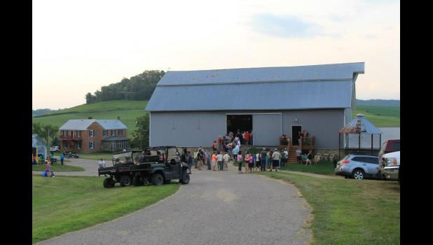The hay barn at Hutchinson Hideout began to fill up with attendees for the 2015 Midwest Mount Show & Barn Dance. This year's event will once again support the efforts of Trinity Equestrian Center's free equine therapy program for military veterans.